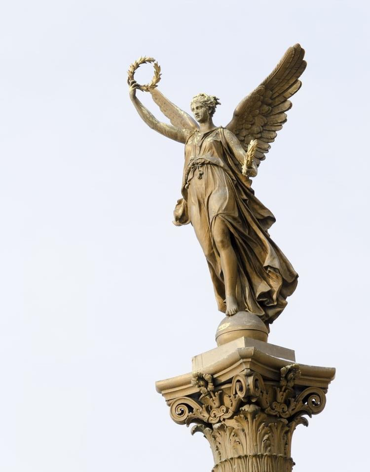 Statue of an angel with a wreath